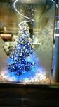 青く輝くクリスマスツリー.jpg