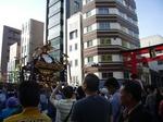 千貫神輿と下谷神社大鳥居 004.jpg